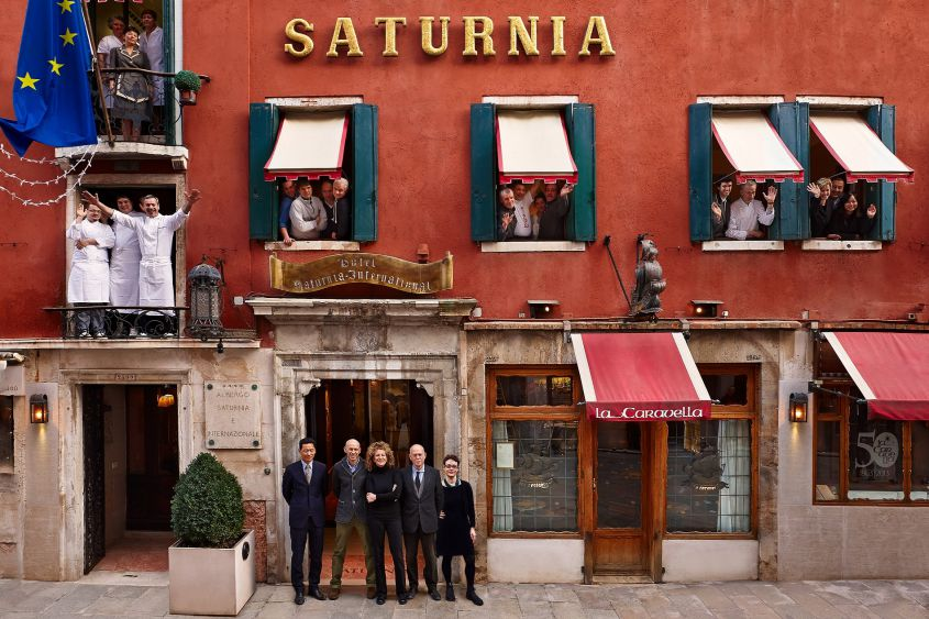 Le personnel de l'Hôtel Saturnia & International