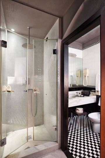 Double superior deluxe room bathroom